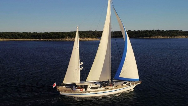 Free Wings Sailing Yacht