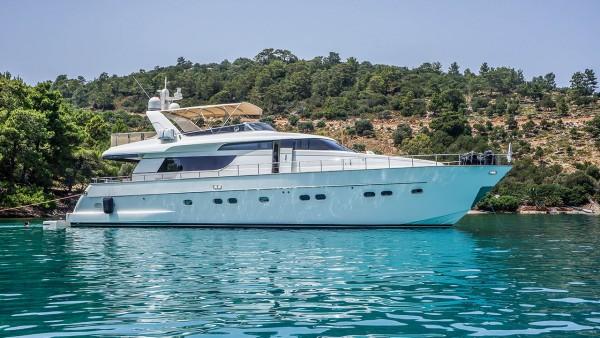Kuum Motor Yacht