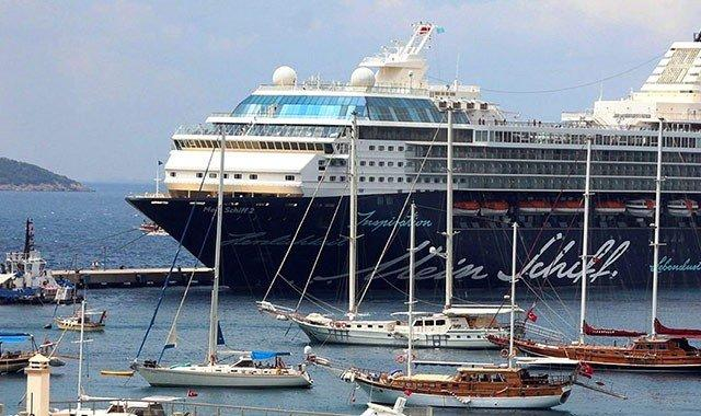 Gulet Charter vs Cruise Ship
